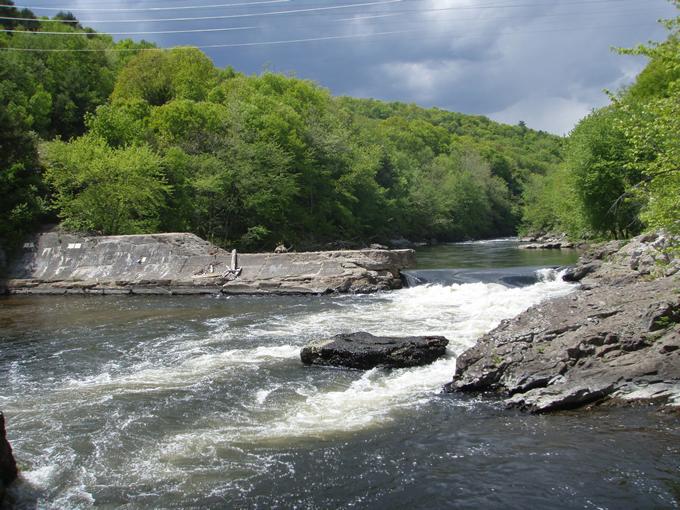 Spoonville Dam on the Farmington River (CT) prior to removal.