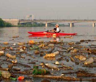 Kayaking around trash in the Anacostia River.   Photo: National Geographic/Skip Brown