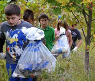 Children pick up trash at the Bog Cleanup along the South River, MD.   Jennifer Carr