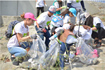 Great Los Angeles River Cleanup | Photo by William Freas